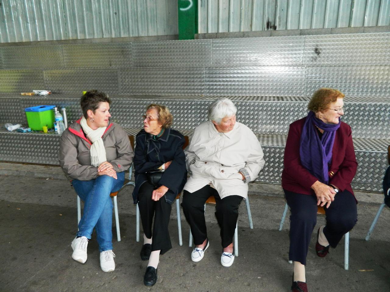 CAROLE AVEC LES RÉSIDENTS DE L'EHPAD DE CHANTRAINE